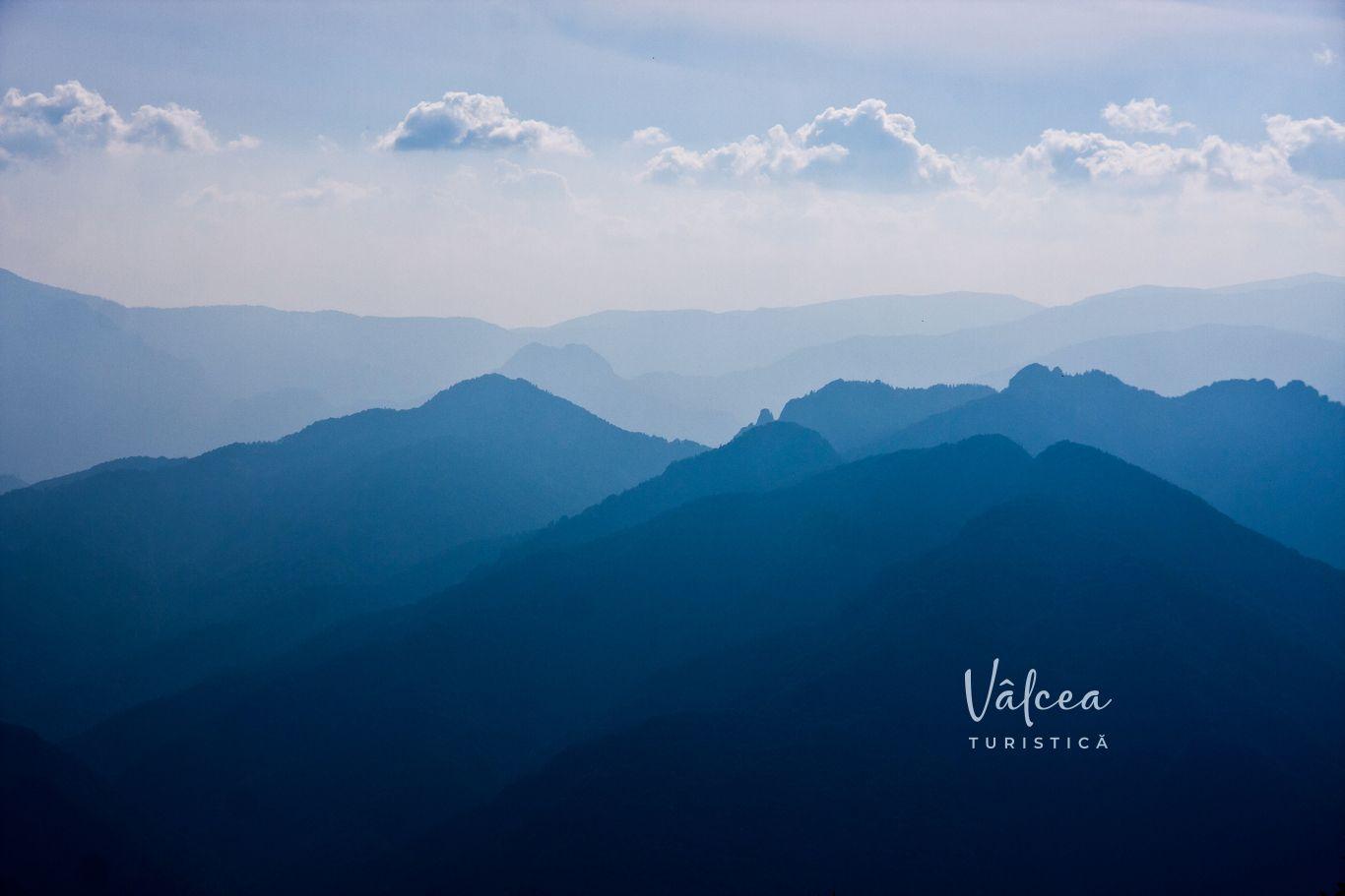 muntii-capatanii-vedere-de-pe-masivul-cozia