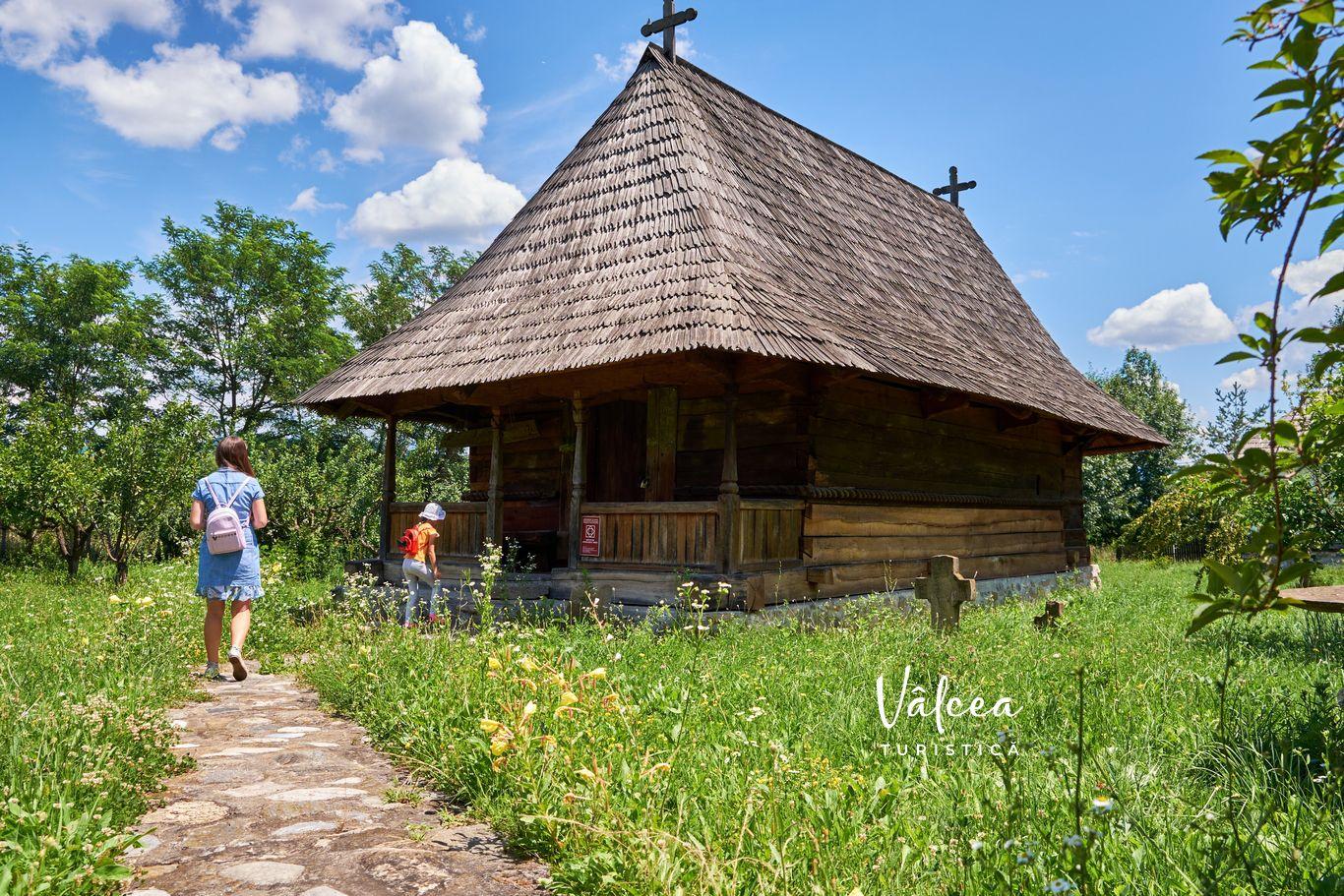 Biserică - Muzeul Satului - Bujoreni