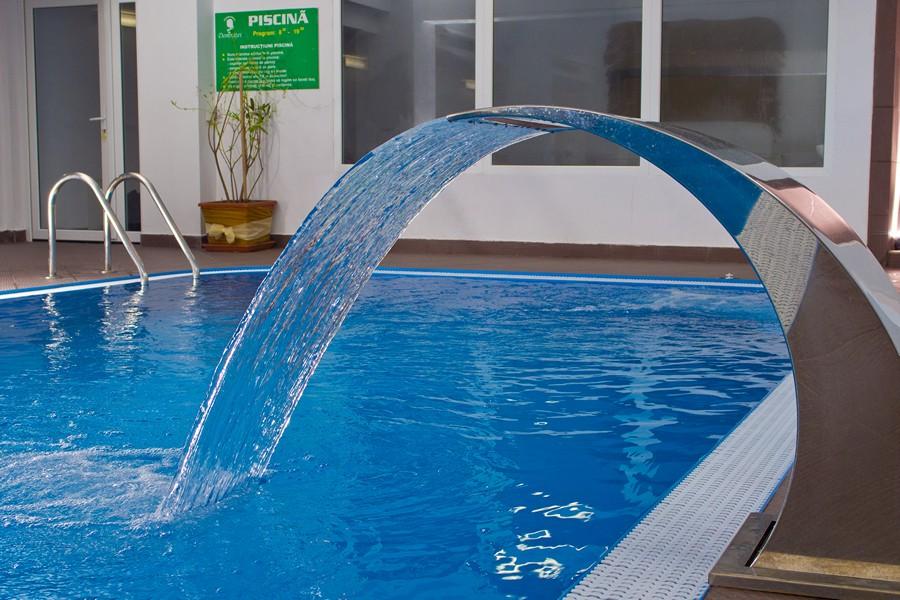 Hotelul domnitei caciulata for Cazare cu piscina interioara valea prahovei
