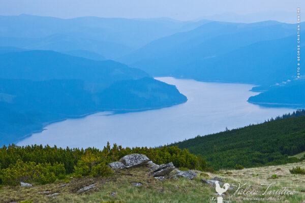 Lacul Vidra - Vedere de pe Vf. Bora